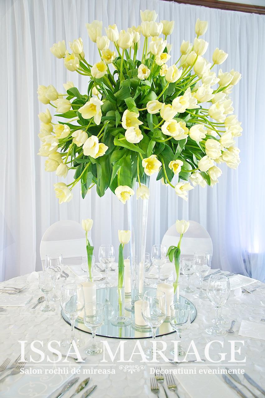 Aranjamente Florale Nunta Cu Lalele Albe La Targul De Nunti