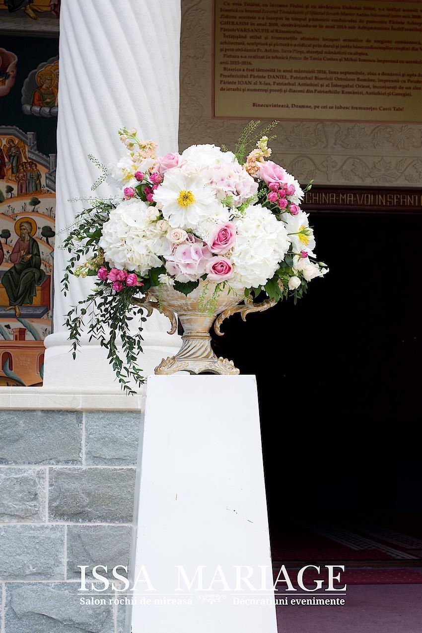 Aranjamente Florale Nunta Pentru Intrarea In Biserica Din Hortenisa